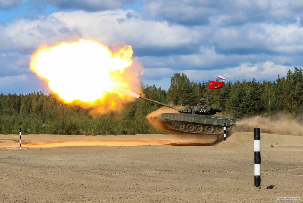 Танк Т-72 Сертолово с выстрелом...